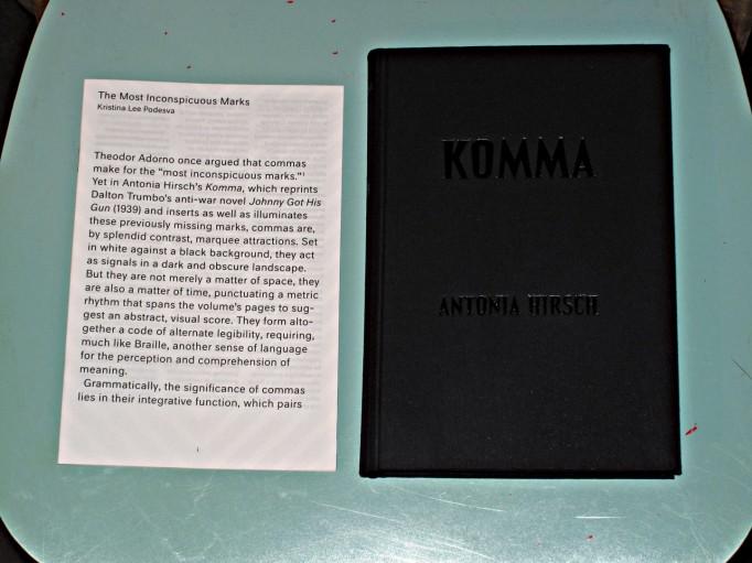 komma-antoniahirsch-mottodistribution1