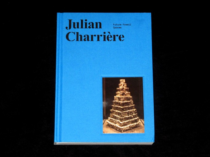 Julian_Charriere_mousse_motto_01