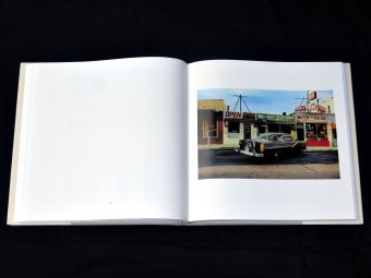 William_Eggleston_Los_Alamos_Scalo_motto_distribution_8