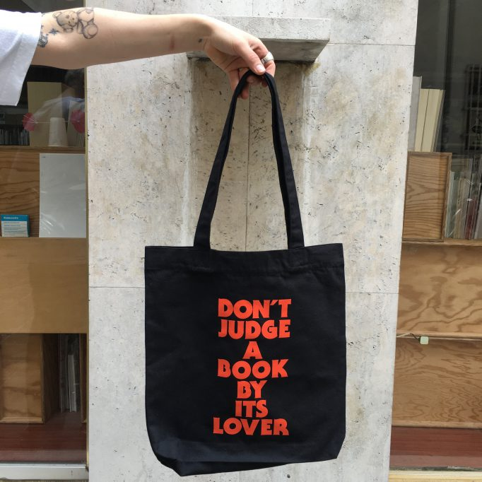 don't-judge-a-book-by-its-lover-olaf-nicolai-tote-bag-motto-books